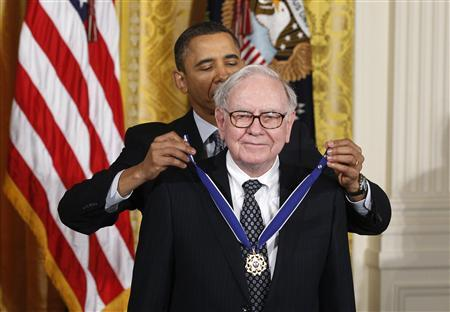 President Obama awards the Medal of Freedom to recipient Warren Buffett during a ceremony to present the awards at the White House in Washington February 15, 2011.  REUTERS/Larry Downing